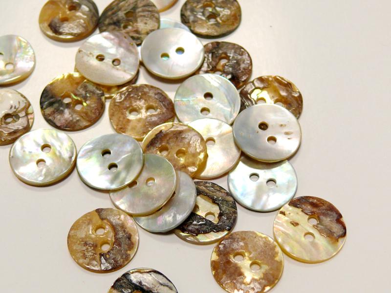 Guziki z masy perłowej 0211-24