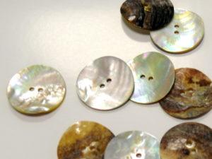 Guziki z masy perłowej 0211-40